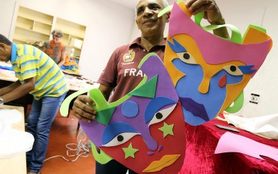 Decoração para o Carnaval é confeccionada pela Diretoria de Cultura