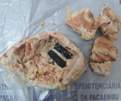 Mãe leva celulares entre fatias de pizza ao filho preso em presídio
