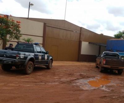 Polícia Nacional Paraguaia apreende 29 caminhões roubados no Brasil, além de armas e munições