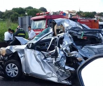 Engavetamento com quatro veículos deixa feridos e causa congestionamento em rodovia
