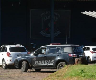 Policial e ex-secretário estão entre  presos em operação do Gaeco