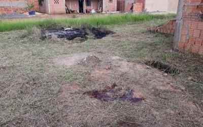 Preso suspeito de matar pai e filho após discussão com vizinhos por fogo em amontoado de lixo em MS