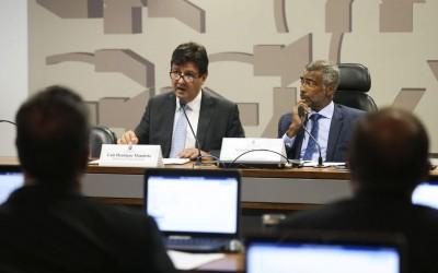 Saúde pretende regularizar situação de médicos cubanos no Brasil
