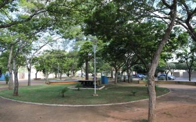 Vandalismo deixa Praça de Três Lagoas sem iluminação