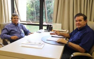 Deputado Eduardo Rocha recebe visita do prefeito de Brasilândia, Dr. Antonio de Pádua