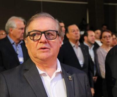 Bolsonaro anuncia demissão de Vélez e diz que Abraham Weintraub será o novo ministro da Educação