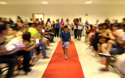 """Desfile """"Fashion Inclusivo"""" com crianças Autistas da REME emociona público em Três Lagoas"""
