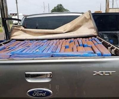 Veículo é abandonado na fronteira com o Paraguai com 1.430 kg de maconha na carroceria, diz PRF