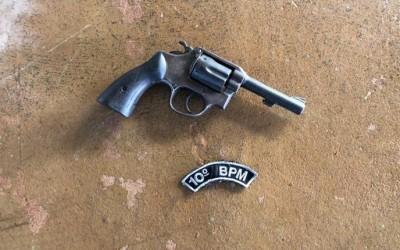 Assaltante aponta arma para bebê de 3 meses, ameaça mãe e leva celular