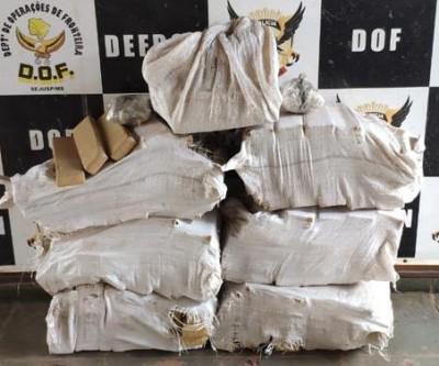 Land Rover com mais de duzentos quilos de droga é apreendido pelo DOF
