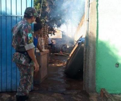 Morador da Vila Piloto ateia fogo em madeira e é multado em R$ 5 mil