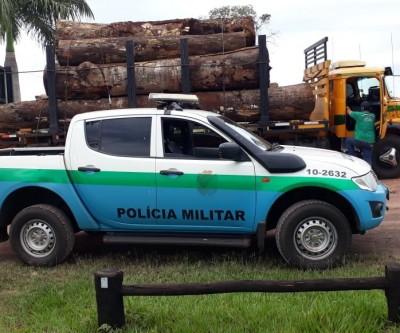 PMA autua madeireira em R$ 7,5 mil e apreende caminhão com carga ilegal de madeira