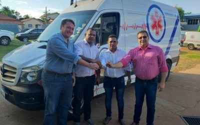Por meio de emenda, deputado Eduardo Rocha entrega ambulância UTI para prefeitura de Cassilândia