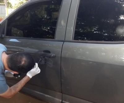 Roubo de veículo à mão armada acaba em prisão por porte de drogas