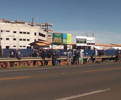 Trabalhadores da obra do Hospital Regional de Três Lagoas fazem paralisação