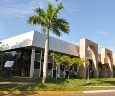 Biblioteca Municipal é palco para projeto de artista plástico renomado