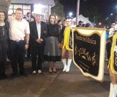 Eduardo Rocha acompanha festival de fanfarra e se emociona ao ver a banda da escola onde estudou