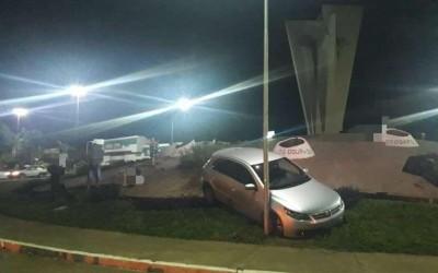 Motorista bêbado 'atropela' monumento histórico de Dourados