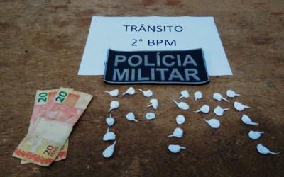 Traficante tenta despistar a Polícia e é preso com 25 trouxinhas de cocaína