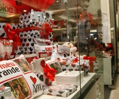 Procon divulga pesquisa de preços de presentes para o Dia dos Namorados