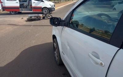 Carro e moto colidem na avenida Rosário Congro