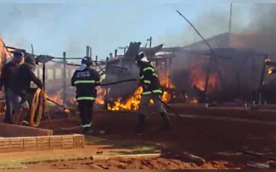 Incêndio destrói barraco improvisado no Jardim Imperial e revolta moradores
