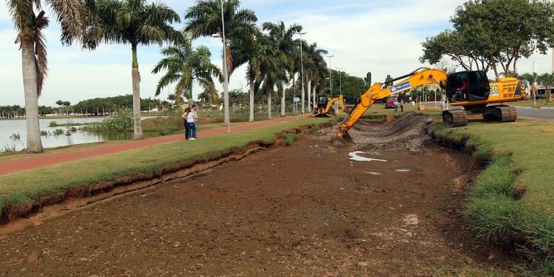 Meio Ambiente realiza limpeza de bacia de contenção da Lagoa Maior