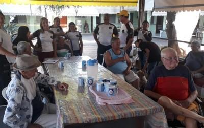 Moto Clube 299 entrega fraldas geriátricas e leite para o Lar dos Idosos de Três Lagoas