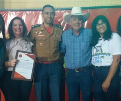"""Prefeito Angelo Guerreiro e crianças do """"Bombeiros do Amanhã"""" participam de comemoração ao Dia do Bombeiro"""