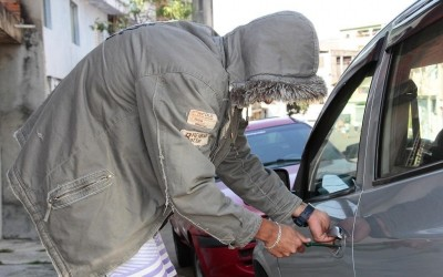 Proprietário de Fiat Uno tem placas do veículo furtadas no Jardim Santa Júlia