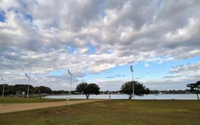 Quinta-feira (4) registra chances de chuva em todos os períodos; a máxima é de 24ºC