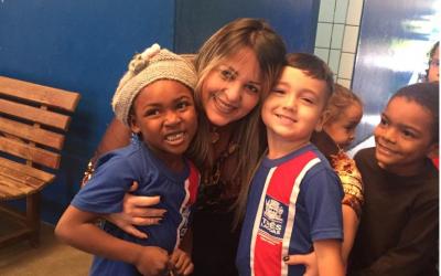 Secretária de Educação recepciona alunos da REME no retorno as aulas