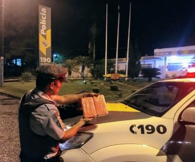 TOR apreende tijolos de cocaína com passageiro em ônibus em Araçatuba-SP