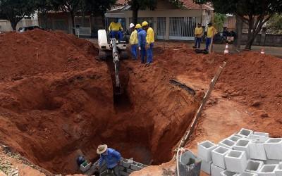Trechos das ruas Manoel Pedro de Campos e Manoel Jorge recebem recapeamento asfáltico e drenagem