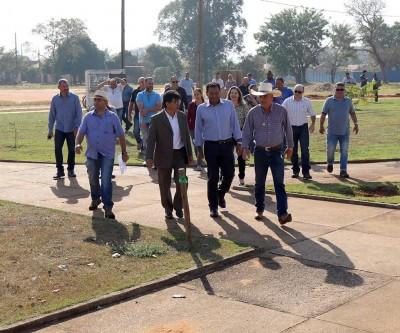 CIDADE EM OBRAS: Angelo Guerreiro visita início das obras de revitalização no bairro Vila Piloto