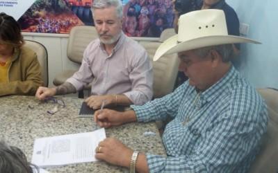 Comerciantes assinam Termo de Permissão Qualificada para ficarem em quiosques da prefeitura