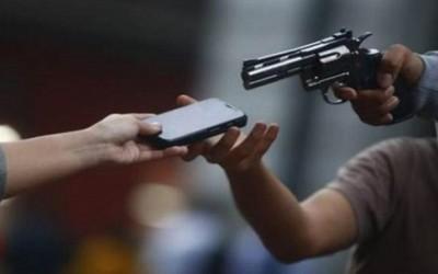 Dupla armada leva celular de ciclista em Três Lagoas