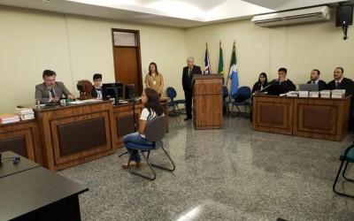 Esposa de Camilo dá início aos depoimentos no julgamento; confira imagens