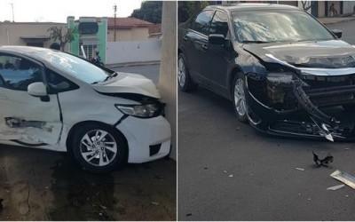Leitor registra acidente entre dois carros no bairro Lapa