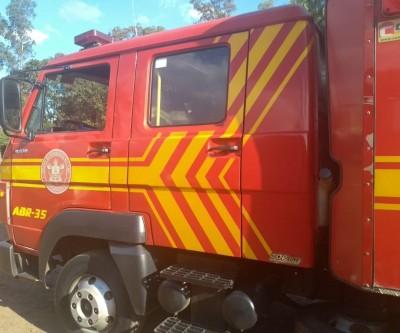 Incêndio em pneus é combatido na avenida Ranulpho Marques Leal
