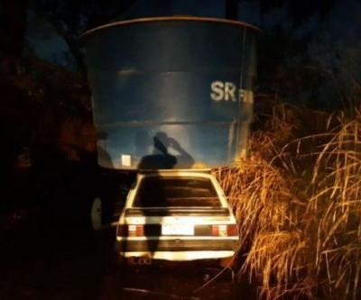 Ladrões tentam levar caixa d'água de 5 mil litros em cima de Monza