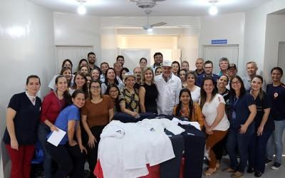 Uniformes são entregues a profissionais da Saúde na USF do Parque São Carlos