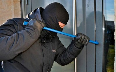 Em deslocamento para atender uma ocorrência, policiais evitam furto em loja de música