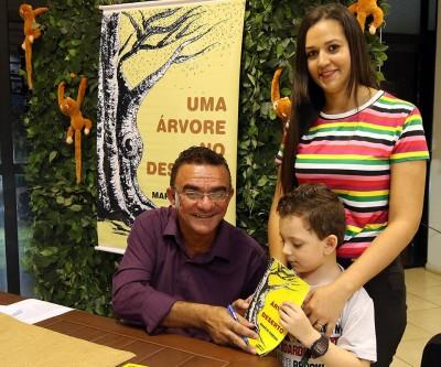 Escola Gentil Rodrigues Montalvão promove noite de autógrafos com escritor local para encerramento de projeto que aborda meio ambiente