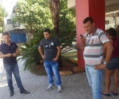 Funcionários e ex-funcionários da Viação São Luiz reivindicam da empresa o pagamento dos salários e acertos atrasados