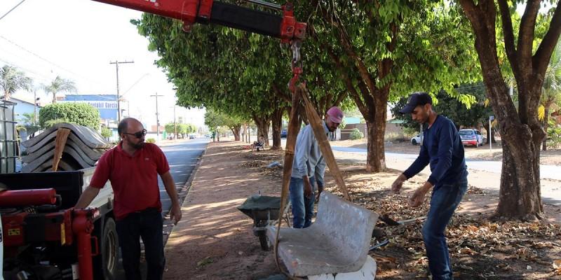 Iluminação e 107 bancos de concreto da Praça do Alvorada serão reaproveitados