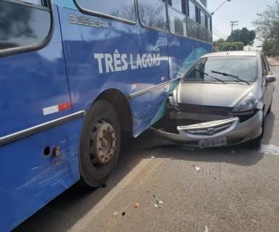 Motorista faz conversão e colide contra ônibus circular em Três Lagoas