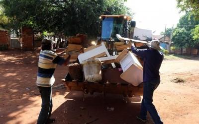 """Região dos bairros Novo Oeste e Vila Verde recebe """"Campanha Meu Bairro Limpo"""""""