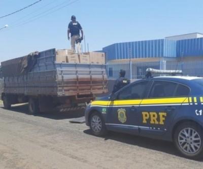 Caminhão com 175 mil maços de cigarros do Paraguai é apreendido e trazido para a PF de Três Lagoas