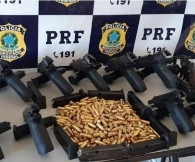 Acusado de tráfico internacional de armas preso pela PRF é levado para a PF de Três Lagoas